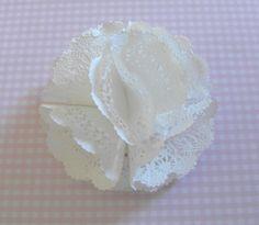 fleur en napperon papier avec ses 10 petits doigts
