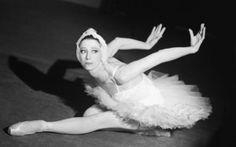 La bailarina hispano rusa Maya Plisetskaya, una de los símbolos de la danza clásica, ha fallecido esta tarde en Munich de un infarto a los 89 años, ha informado el que fuera su agente en España durante varios años, Ricardo Cué. La bailarina, ha añadido Cué, estaba en su domicilio y ha fallecido repentinamente […]
