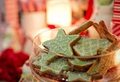 This article will explore the most commonly served drinks and desserts during the Christmas season. Christmas Drinks Gløgg (Mulled wine) Gløgg is a hot drink which was originally alcoholic … Italian Christmas Desserts, Cookie Designs, Paleo Dinner, Christmas Cookies, Christmas Baking, Gingerbread Cookies, Cooking Tips, Cooking Recipes, Dessert Recipes