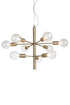 En spektakulär taklampa med 9 armar i olika nivåer och 9 lampor. Av oxiderad/antik mässing. Dimbar. Transparent kabel med vajer för justering av höjd. Ø 55 cm. Höjd 50 cm. Stor sockel 9xE27. Max 60W. Takkontakt. Lampor och glaskupor medföljer ej. Lampa E110 rekommenderas, men testa gärna med olika ljuskällor och prova dig fram till ditt eget uttryck! <br><br>