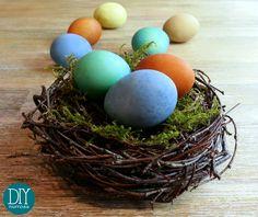 DIY – Ostereier mit Naturfarbe selber färben Wenn ich gewusst hätte wie einfach man Eier mit selbst gemachter Naturfarbe färben kann, hätte ich das ja schon viel früher ausprobiert. Und wir h… Happy Easter, Easter Eggs, Diy And Crafts, Spring, Kids, Advent, Crafting, Cooking, Food