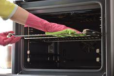 Ako vyčistiť rúru bez zbytočne drahých chemikálií? - Přírodní léky Deep Cleaning Tips, House Cleaning Tips, Spring Cleaning, Cleaning Hacks, Cleaning Checklist, Dishwasher Detergent, Clean Dishwasher, Cleaning Oven Racks, Kitchen Cleaning