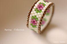 Odd Count Peyote Stitch Ring, pretty easy to make. Beaded Jewelry Patterns, Bracelet Patterns, Beading Patterns, Beaded Rings, Bead Loom Bracelets, Diy Rings, Seed Bead Jewelry, Diy Jewelry, Bead Jewelry