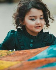 This girl looks like a young Arya Stark from GOT! Cute Baby Boy Images, Cute Baby Pictures, Pretty Kids, Cute Kids, Beautiful Kids, Cute Baby Girl Wallpaper, Cute Little Baby Girl, Cute Babies Photography, Expecting Baby