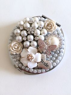 Personalised Compact Mirror Bridesmaid Gift by VictoriaBrownBridal Mirror Crafts, Diy Mirror, Mirror Art, Diy Makeup Compact, Diy Makeup Bag, Unusual Wedding Gifts, Beaded Ornament Covers, Vintage Jewelry Crafts, Custom Mirrors
