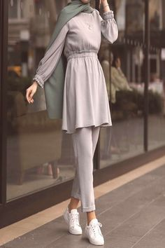 Pin by asoom queen on outfits in 2019 hijab fashion, muslim fashion, hijab Hijab Fashion Summer, Modest Fashion Hijab, Modern Hijab Fashion, Street Hijab Fashion, Casual Hijab Outfit, Hijab Fashion Inspiration, Hijab Chic, Muslim Fashion, Hijab Dress