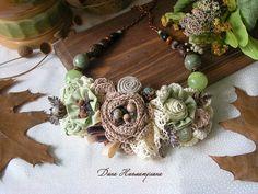 Купить Колье Притихший сад - текстильное украшение, зеленый, салатовый, розы, цветы, бежевый, коричневый