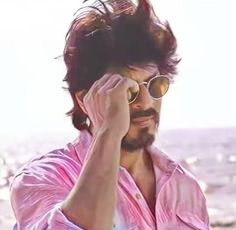 SRK KING Cute Girly Quotes, Srk Movies, Dear Zindagi, Best Hero, Sr K, Vintage Bollywood, Man Photography, King Of Hearts, Girly Pictures