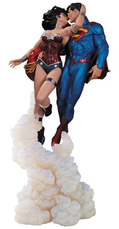 Superman & Wonder Woman statue ideal for a wedding cake topper, stands at 36cm tall entitled 'The Kiss'