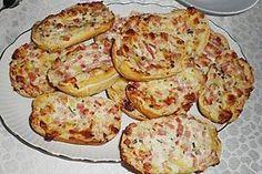 1a Schmandbrötchen 6 Brötchen (Aufbackbrötchen) 1 BecherSchmand 1 BundSchnittlauch, in Röllchen geschnitten 150 gSchinken, gekochter 150 gEmmentaler, Gouda oder Mozzarella, geriebener Salz Pfeffer