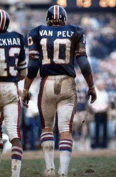 Brad Van Pelt - New York Giants. A George Vreeland Hill pin. Nfl Broncos, Steelers Football, Sport Football, School Football, New York Giants Football, Nfl Football Players, Football Memes, Football Stuff, Nfl Uniforms