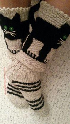 Knitting Socks, Hand Knitting, Knitting Patterns, Knitted Slippers, Knitted Hats, Crochet Beanie, Crochet Yarn, Woolen Socks, Bed Socks