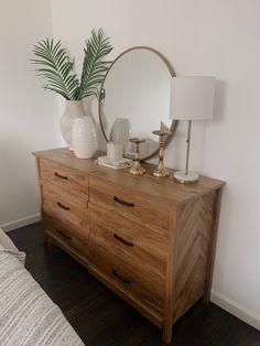 Austin Apartment, Apartment Living, Home Design Decor, House Design, Interior Design, My New Room, My Room, Living Room Decor Inspiration, Wood Dresser