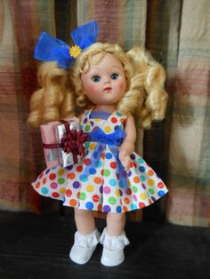 IT'S A PARTY, mini gifts, and  dress with hair bow,,fits Ginny, Muffie dolls,
