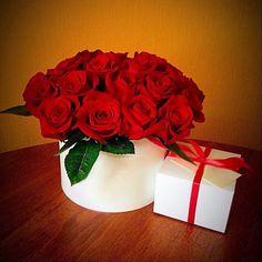 Купить Цветы в шляпной коробке - коробка, цветы, розы, тюльпаны, шляпная коробка, букет, подарок