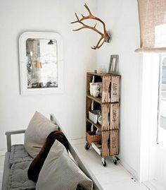 Dalle vecchie casse in legno nascono librerie: riciclo creativo