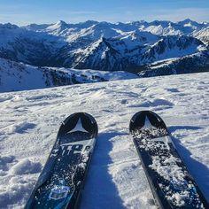 Today's morning lights. Finding my bliss here.  #travel #carameltrail #spain #pyrenees #ski #snow #bliss #morning #morninglights  #neverstoptraveling #slopes #skitrip