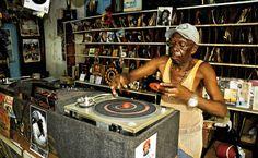 Photo by Kohei Kurokawa aka Kurofin. Taken in Jamaica, a picture of this record shop deeply shows a chilling dense moment.