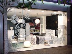 Ideas Decoracion Navidad, Christmas Time, Christmas Crafts, Christmas Window Display, Pharmacy Design, Visual Merchandising, Shop Windows, Mirror, Wall