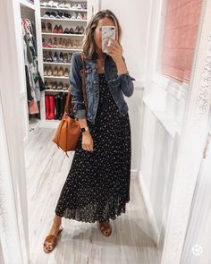 Summer Fashion Tips Maxi dress with denim jacket for Spring. Throw on and go Source by dress outfit.Summer Fashion Tips Maxi dress with denim jacket for Spring. Throw on and go Source by dress outfit Modest Outfits, Modest Fashion, Dress Outfits, Casual Outfits, Cute Outfits, Fashion Outfits, Maxi Dresses, Casual Ootd, Hijab Casual