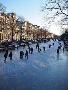 schaatsen op de grachten in Amsterdam