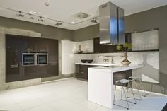 U-vormige keuken met bar - sepia bruin met wit