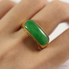 See more #vintage #jewelry #vintagejewelry on our website (link in bio!) #NATURAL #JADE GRASS GEEN 18K CHINESE YELLOW GOLD SADDLE #RING (SZ 8)