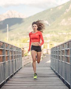Oiselle Running - Wearing The Wrong Sports Bra? Running Wear, Running Fashion, Girl Running, Running Tips, Running Women, Trail Running, Running Style, Athlete Motivation, Running Motivation