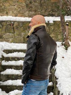 Leather Vest, Leather Jackets, Shearling Vest, Mature Men, Bomber Jackets, Vintage Jacket, Hats For Men, Diy Clothes, Men's Fashion