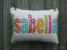 name pillow add pocket and handle Applique Pillows, Personalized Gifts, Handmade Gifts, Sweet Girls, Sewing Crafts, Bed Pillows, Kids Room, Handle, Crafty