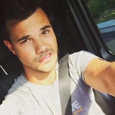 Britney Spears Tried To Play Matchmaker Between Taylor Lautner And Jamie Lynn Spears - http://oceanup.com/2016/09/26/britney-spears-tried-to-play-matchmaker-between-taylor-lautner-and-jamie-lynn-spears/