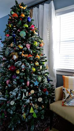 Quick and Easy Flocked Christmas Tree - Our Lake Life. Simple way to flock a christmas tree