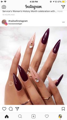 Two tone nails are very popular nowadays. You must have seen many models and celebrities show off beautiful manicured nails with the coolest two tone nail designs on them. As the name suggests, two tone nails art means that the wearer uses two differ Pointy Nails, Stiletto Nail Art, Coffin Nails, Hair And Nails, My Nails, Grow Nails, Two Tone Nails, Burgundy Nails, Burgundy Color