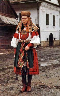 "songs-of-the-east: ""Woman dressed in Hungarian folk costume of Torockó region in Transylvania, Romania "" Folk Film, Ukraine, Costumes Around The World, Hungarian Embroidery, Folk Dance, Historical Clothing, European Clothing, Folk Costume, World Cultures"