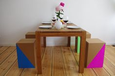 faltbarer, ultraleichter, und nachhaltiger Papphocker  foldable, ultra-lightweigth, and sustainable cardboard stool http://de.roominabox.de/collections/all/products/papphocker