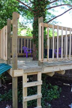 Learn how to build a DIY tree house in your own backyard. You can customize the tree house to fit your needs. Backyard Playground, Backyard For Kids, Backyard Projects, Outdoor Projects, Outdoor Decor, Tree House Playground, Outdoor Play, Simple Tree House, Diy Tree House