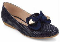 calzado para niñas con detalle de lazo.