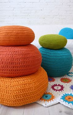 There are a lot of poufs out and about these days. Of course there is Snookie's pouf, not really my style. And the Moroccan leather pouf. Crochet Diy, Pouf En Crochet, Crochet Floor Cushion, Crochet Cushions, Floor Cushions, Crochet Home, Love Crochet, Crochet Crafts, Yarn Crafts