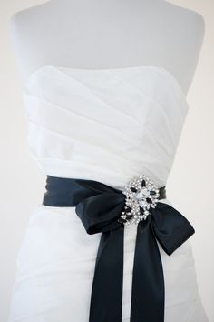 belt for wedding dress You could tie this behind, center the large brooch and add two smaller ones on each side to make a beautiful sash/belt with out the expense of a fully beaded/rhinestone sash. Elegant Winter Wedding, Beautiful Wedding Gowns, Formal Wedding, Trendy Wedding, Wedding Styles, Dream Wedding, Wedding Ideas, Bridesmaid Belt, Diy Wedding Dress