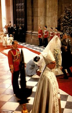 Lady Diana & her Father Jonnie Spencer walk down the isle at St. Paul's Cathederal, July The Earl Spencer prepares to walk his daughter Lady Diana down the isle of St. Prince Charles Wedding, Charles And Diana Wedding, Princess Diana And Charles, Princess Diana Wedding, Princess Of Wales, Lady Diana Spencer, Diana Son, Royal Brides, Royal Weddings