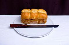 Le buffet petit-déjeuner inclut plusieurs sortes de pain, pour vous satisfaire au mieux ! En cas d'allergie, l'hôtel propose également du pain sans gluten, à condition d'en faire la demande la veille à la réception.
