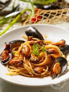 Restaurant Recipes, Seafood Recipes, Pasta Recipes, Seafood Pasta, Fish And Seafood, Italian Main Courses, Root Vegetable Gratin, Italian Pasta, Tasty Dishes