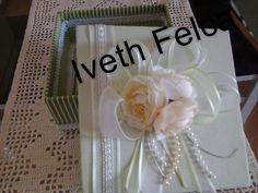 Caixa em MDF com forração em tecido.