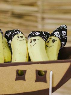 """Dica linda e fácil de fazer: banana """"pirata"""" do programa """"Fazendo a Festa"""" para enfeitar a festinha infantil. Pirate Day, Pirate Birthday, Pirate Theme, Navy Party Themes, Shark Party, Minnie Mouse Party, Baby Party, Holidays And Events, Creations"""