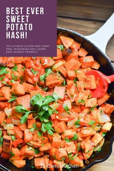 Sweet Potato Hash - the ultimate sweet potato breakfast! This breakfast hash is easy, healthy and delicious! You'll love this sweet potato hash recipe! Dairy Free Recipes, Paleo Recipes, Whole Food Recipes, Kitchen Recipes, Gluten Free, Paleo Sweet Potato, Sweet Potato Hash, Fitness Models, Side Dish Recipes