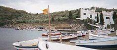 Gerona Cadaqués -La bahía de Portlligat con la Casa Museo Dalí al fondo.
