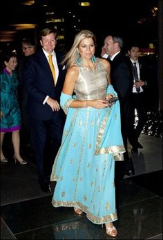 Soms is de vestimentaire keuze van Maxima niet helemaal wat ze moet zijn. De luchtige creatie die ze onlangs droeg tijdens een bezoek aan Singapore had meer weg van de outfit van een prinses uit 'Duizend-en-één-nacht'.
