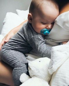 Pin de candy en k i d s baby kids, baby y baby photos Cute Baby Boy, Cute Little Baby, Cute Baby Clothes, Mom And Baby, Little Babies, Cute Kids, Cute Babies, Baby Baby, Baby Boy Newborn