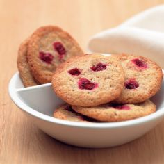 Oat and lingonberry cookies Muffin, Cookies, Breakfast, Desserts, Food, Crack Crackers, Morning Coffee, Tailgate Desserts, Deserts