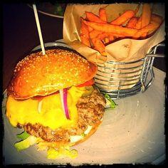 Satchmo Burger and sweet potato fries @ Oxburg #burgergram #foodstagram #foodblog #Mülheim #Burger #oxburg